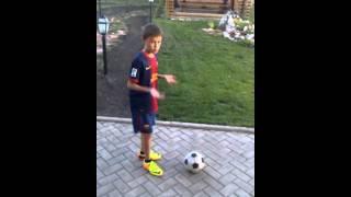 Как играть в Футбол 1 серия(Сегодня я научу вас играть в футбол если понравится то поставьте лайк я пытаюсь делать Видео качественными., 2013-07-16T16:38:31.000Z)