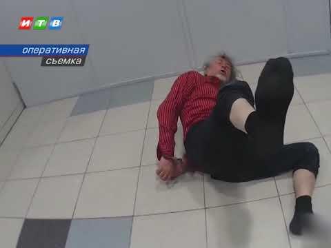 Дебошира, летевшего из Симферополя в Москву, доставили в полицию в инвалидной коляске