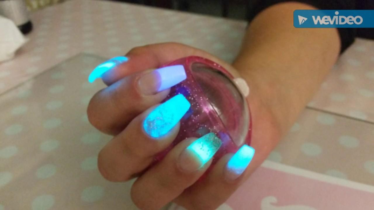 The best glow in the dark powder #glowindark #acrylicnails - YouTube