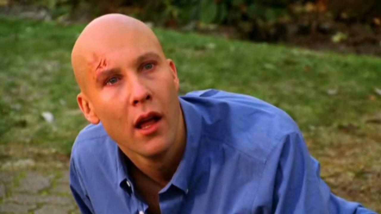 When do people find out Clarks secret? : Smallville