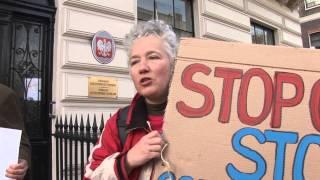 KRADZIEŻ ZIEMI i GMO. Pikieta przed ambasadą RP w Londynie