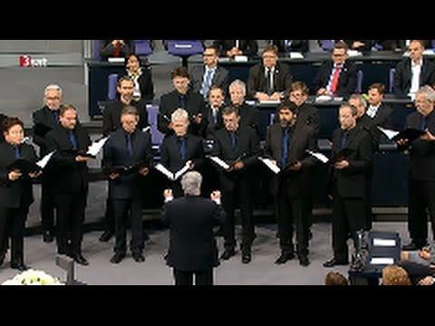 Wir sind die Moorsoldaten - RIAS Kammerchor - Mit Text