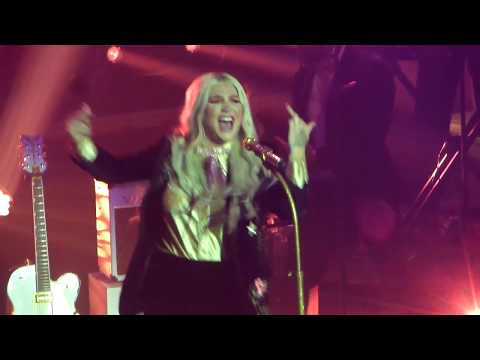 Kesha Woman & Boogie Feet Live 2017 HD