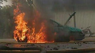 Opel Corsa steht in Flammen!