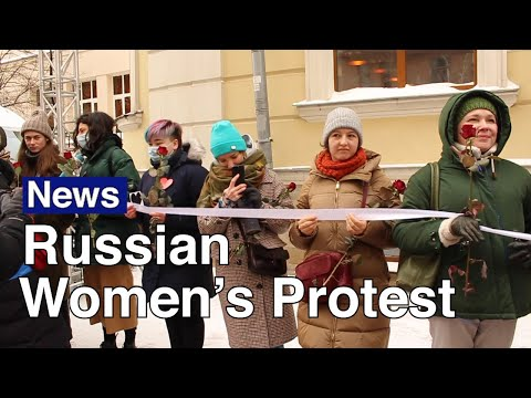 Russian Women Stage 'Chain of Solidarity' Against Political Repression | The Moscow Times