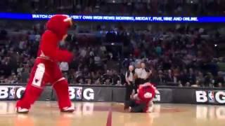 Самый лучший в мире баскетбольный талисман Chicago Bulls