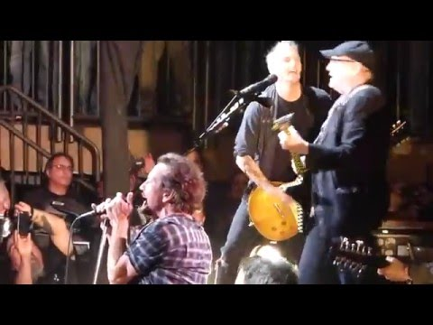 Pearl Jam & Cheap Trick - Surrender - New York City (May 2, 2016)