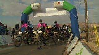 Mountainbiken in der Wüste - internationale Radprofis gehen an ihre Grenzen