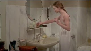 """Кадр из фильма """"Этот смутный объект желания"""" (1977) - Кароль Буке"""