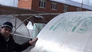 Укладывание поликарбоната на теплицу(http://теплицы62.рф Осуществляя монтаж, панели сотового поликарбоната устанавливайте с учетом вертикальног..., 2013-04-01T06:20:25.000Z)