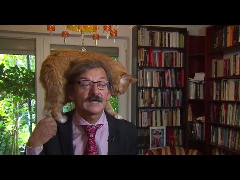 Give an interview with his cat on the Shoulders (Poland) 2018