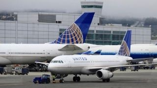 United Airlines bans girls wearing leggings from plane