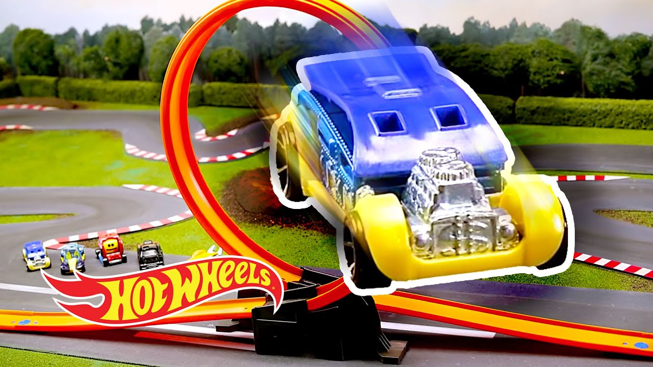 SUMMER FUN & GAMES in Stop Motion!   World of Hot Wheels   Hot Wheels