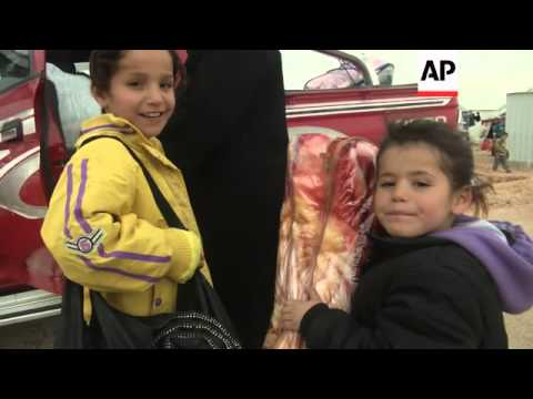 Syrian refugees at Jordan's second largest camp prepare for cold weather
