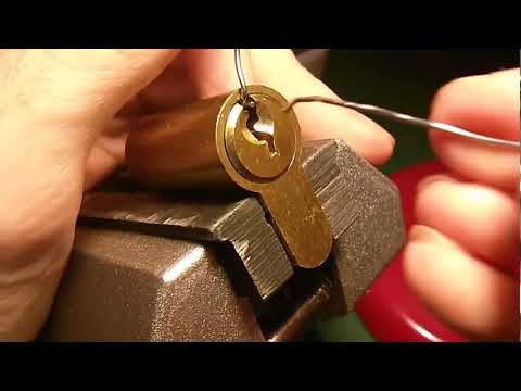 Как открыть замок на двери