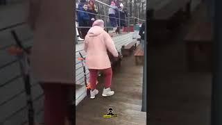 Бабуля танцует лучше молодых под Руки Вверх в Барнауле