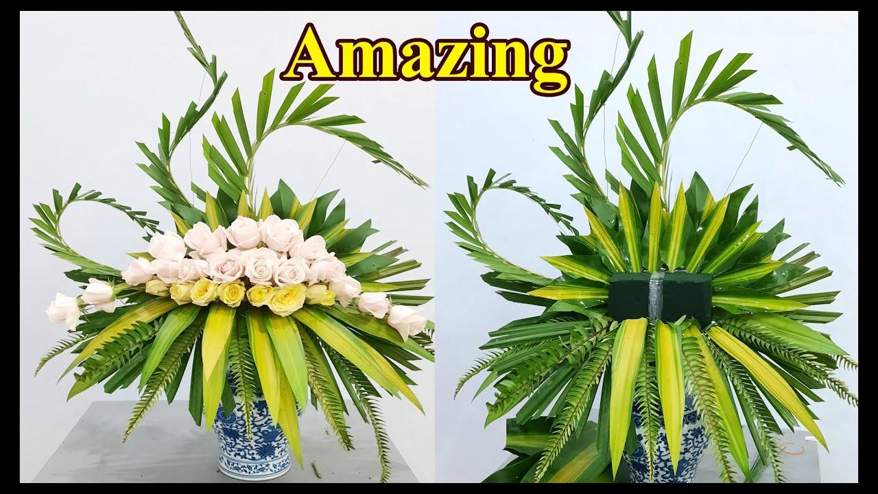 CẮM HOA BÀN THỜ bình hoa Hồng kem kết hợp lá dương xỉ và lá dừa| Hướng dẫn cắm hoa