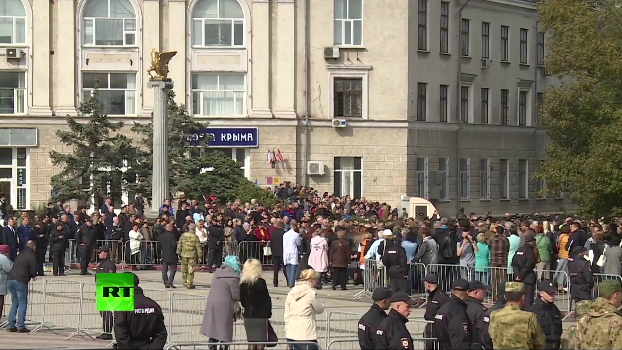 Церемония прощания с погибшими в результате трагедии в керченском колледже