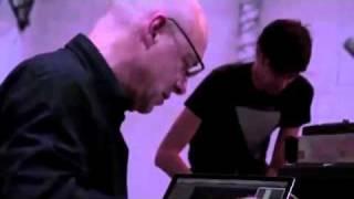 Brian Eno - Seven Sessions On A Milk Sea (2) : Signal Success