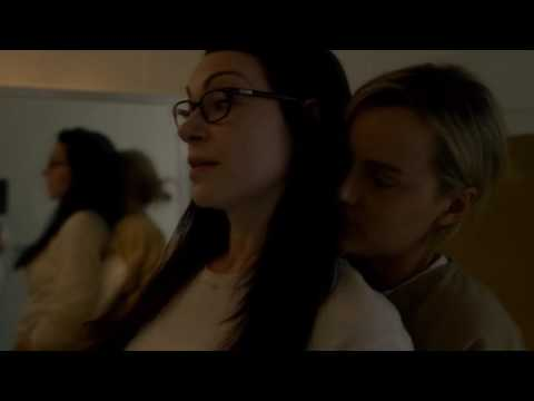 Alex & Piper (season 5 episode 1) bathroom scene OITNB