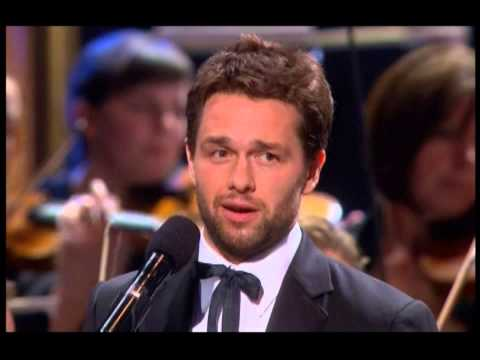 Julian Ovenden & Sierra Boggess sing 'People Will Say We're In Love'