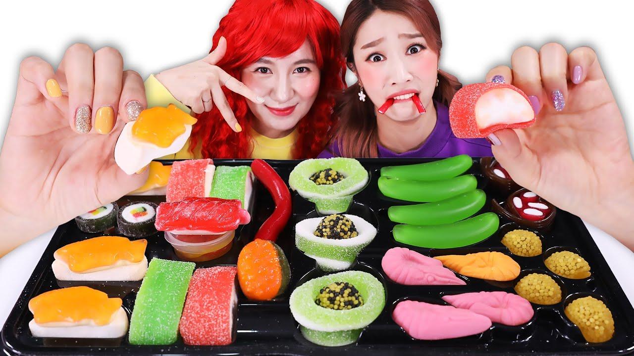 Download Real sushi vs Candy sushi! 리얼앤 초밥캔디 Mukbang JiniYum 지니얌 먹방