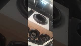 Subwoofer Protech excursion 800 rms ao som de hungria
