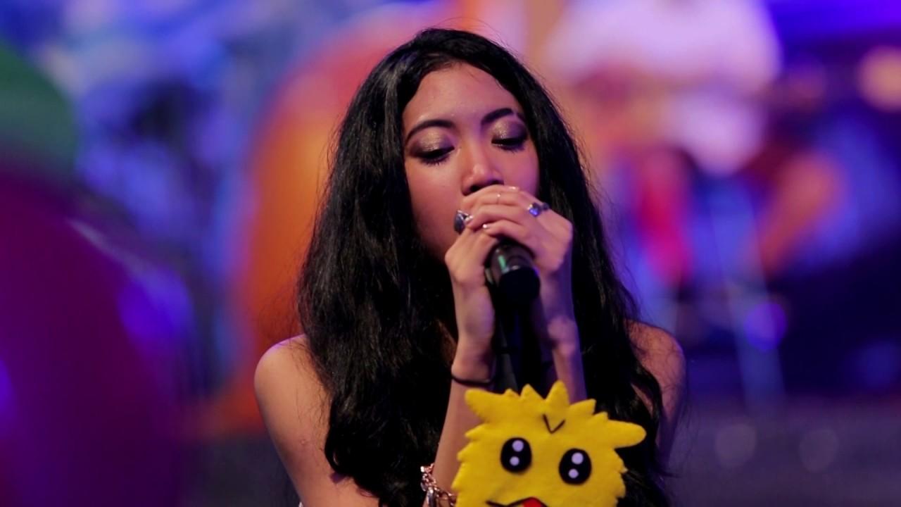 Download Vierratale - Cinta Butuh Waktu (Live at Music Everywhere) **