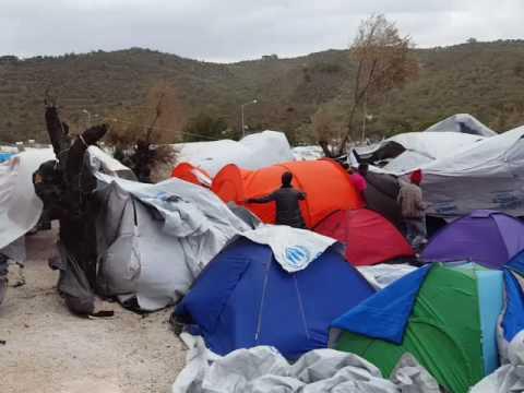 Le calvaire des migrants bloqués à Lesbos, dans le camp de Moria