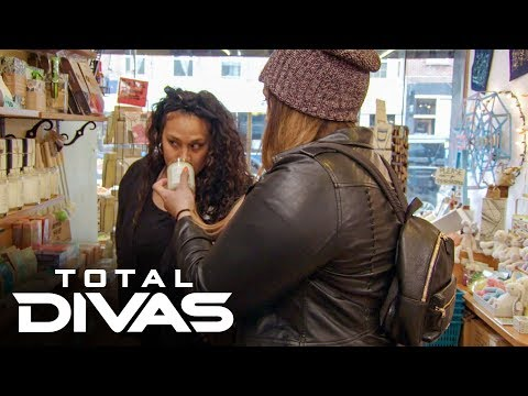 Nia Jax and Tamina go candle shopping: Total Divas Bonus Clip, Nov. 12, 2019