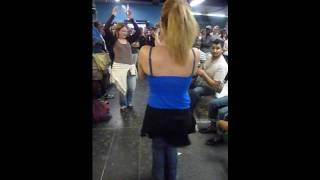 raghs dar metro, danse dans la gare