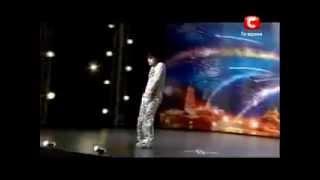 Копия видео Нереально круто танцует! Прикол! Атай Омурзаков! Украина мае талант !(, 2014-06-01T13:54:23.000Z)