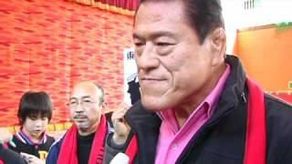東日本大震災の被災地、福島県いわき市にプロレスラー アントニオ猪木さ...
