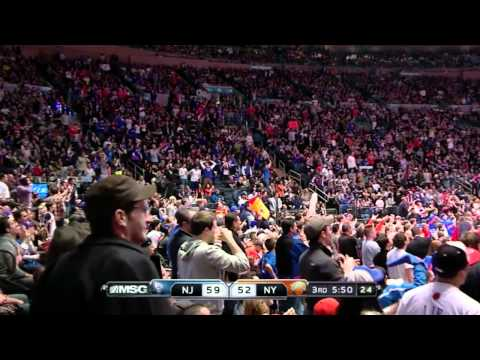 Landry Fields sick dunk on Kris Humphries (Feb 20, 2012)
