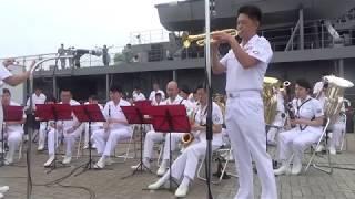 たまの港フェスティバルでの呉音楽隊の演奏です 2回目の演奏会から、ど...