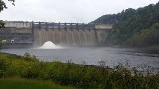 2018 09 26 Wolf Creek Dam Cumberland Lake sluicing