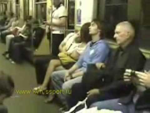 prizhalsya-v-metro-video-seks-troih-video-onlayn