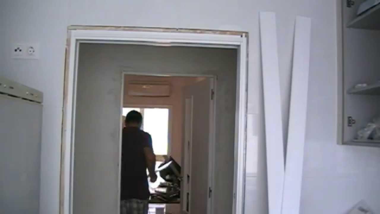 Poner los tapajuntas o tapetas a una puerta corredera - Como instalar una puerta corredera ...