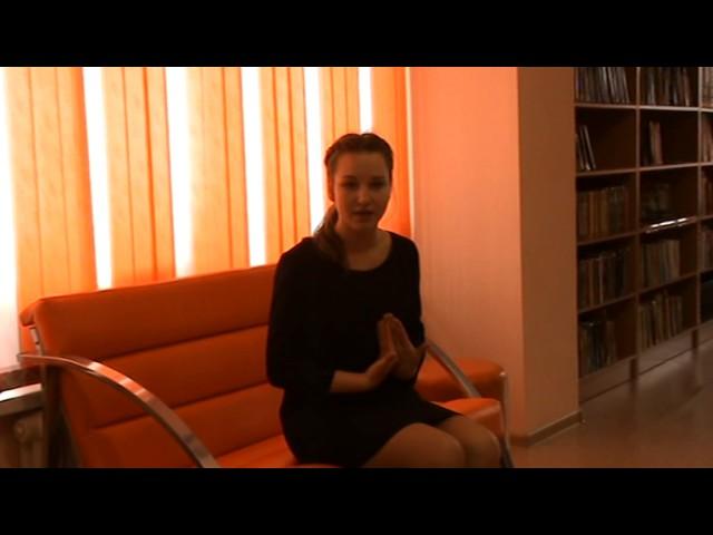 Изображение предпросмотра прочтения – УльянаКузнецова читает произведение «Я гибель накликала милым» А.А.Ахматовой