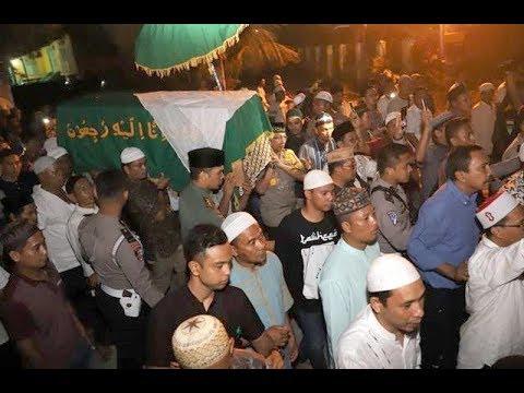 Detik-detik Pemakaman Jenazah Ustadz Arifin Ilham