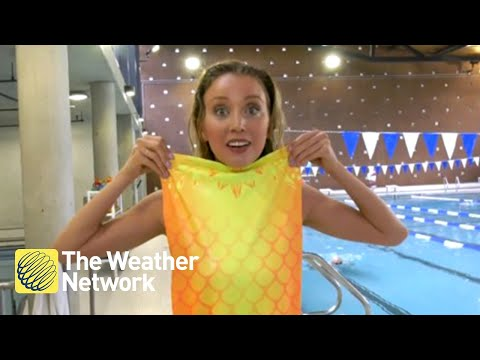 Weather reporter gives MERMAID SCHOOL a try, it goes surpris