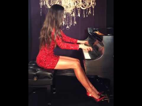 Пианистка Лола Астанова, родившаяся в Ташкенте и живущая в США