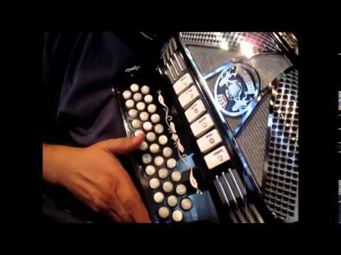el hombre de negro huracanes del norte tutorial si bemol acordeon gabbanelli