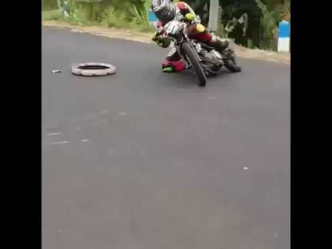 Gak Nonton Nyesel   !!!! Ngesot Sliding Ekstrim Satria FU   YouTube