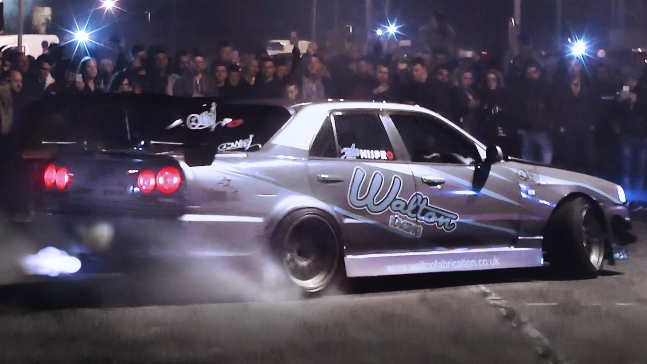 Nissan Skyline Insane Car Park Drift Youtube