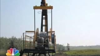 وكالة الطاقة تتوقع استمرار تخمة معروض النفط