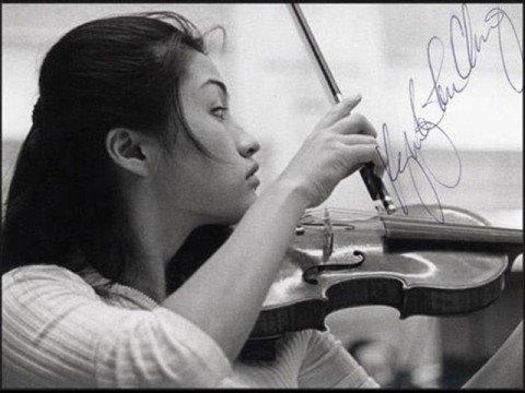 Kyung Wha Chung plays Brahms Sonata 1   (1/4)