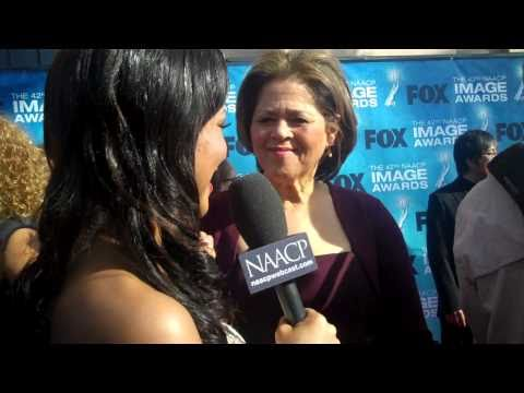 Anna Deavere Smith at the 42nd NAACP Image Awards