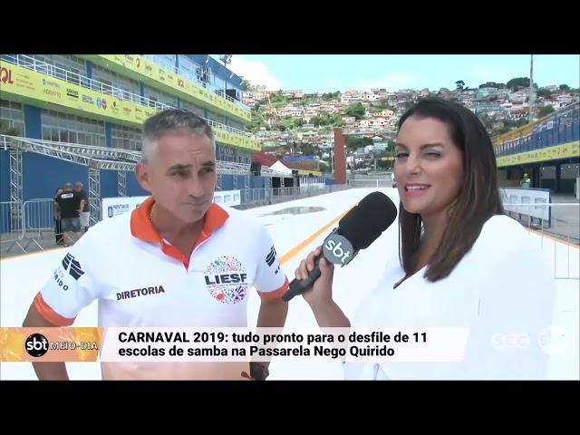 Preparação para o desfile das escolas de samba na Passarela Nego Quirido, em Florianópolis