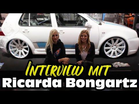 Nadine Malou interviewt Ricarda zu ihrem Edelweiß-Golf